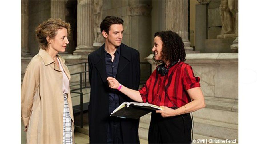 Maren Eggert und Dan Stevens in RomCom der Zukunft – Dreharbeiten zum Near-Future-Film ICH BIN DEIN MENSCH in der Regie von Maria Schrader sind abgeschlossen